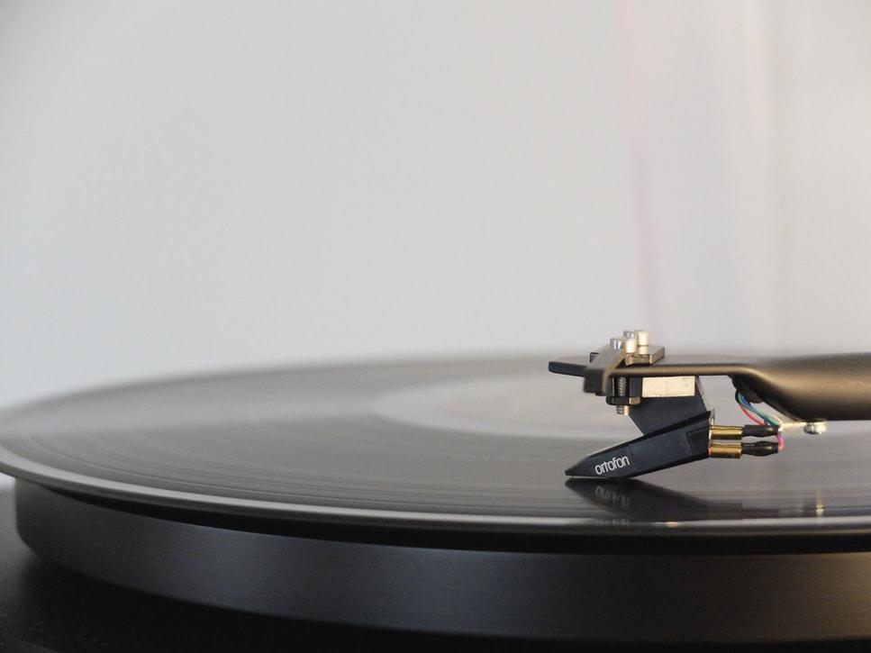 瞑想するときには音楽を聴くのが良いの?